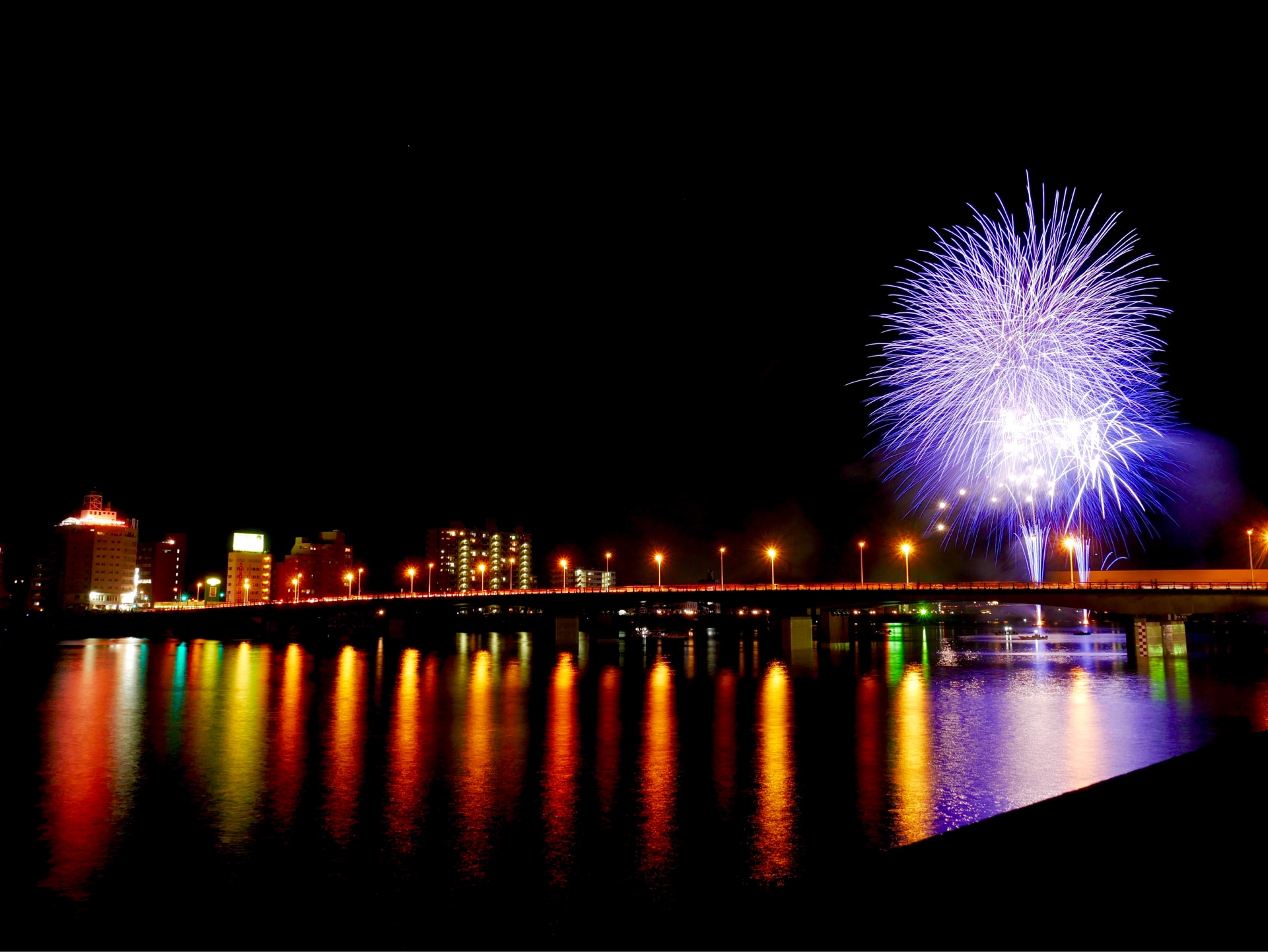 大淀花火大会の写真です。夏も終わりですね。